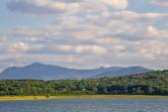 Lake Rabisha on the background of Balkan Mountains, Bulgaria — Stock Photo