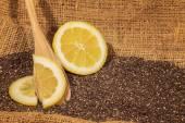 Чиа семена с дольками лимона — Стоковое фото