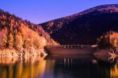 Autumn scenery on the lake — Stock Photo