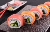 Salmon & tuna sushi roll — Stock Photo