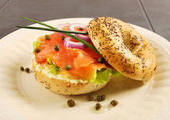 Smoked salmon bagel sandwich — Stock Photo