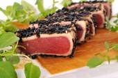 Seared tuna salad closeup — Stock Photo