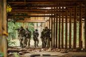 Force Rangers stormed the building — Stock Photo