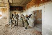 Soldiers stormed the building occupied by the enemy — Stock Photo