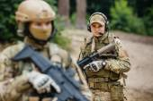 Two soldiers scout the area occupied by the enemy — Stock Photo