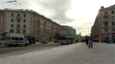 Murmansk cityscape -street and low-rise homes — Stock Video