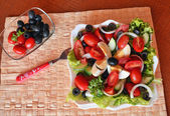 Fresh summer mixed vegetable salad with eggs — Foto de Stock