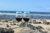Two Glasses Of Wine On The Beach In Paradise Island — Stock Photo