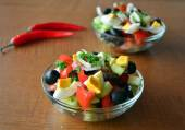 Healthy vegetable salad with eggs in the glass bowl — Fotografia Stock