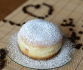 Donuts with powdered sugar and chocolate on the brown plate — Stockfoto