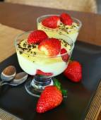 Vanilla pudding with fresh strawberries on the wooden table — Stockfoto