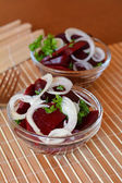 Fresh sliced beetroot salad with onion and parsley on a glass bowl — ストック写真