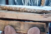 Hacha vieja y madera. de una energía renovable. — Foto de Stock
