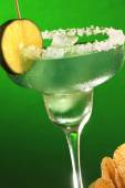 Margarita cocktail and chips — Stock Photo