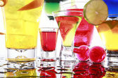 Cocktails on reflective table — Stock Photo