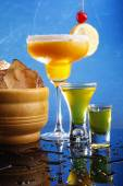 Cocktails on blue background — Stock Photo