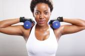 Afro american woman with dumbbells — Foto de Stock