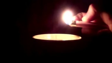 Light a candle — Stock Video