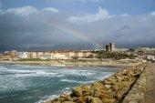 小镇塔里法和海滨 — 图库照片