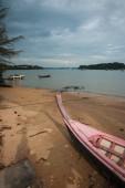 Long-tail boat on the beach — Fotografia Stock