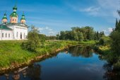 White church on the bank of the river — Stock Photo