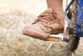 The boy foot on pedal of bicycle — Stock Photo