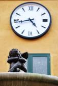 Cupid fountain under clock — Stock Photo