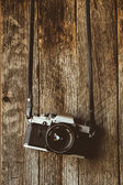 VIntage camera on old background of wood — Stock Photo