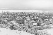 Village in winter covered in snow — Stockfoto