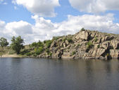 Rocky shore of the Dnieper River in southern Ukraine — Stock Photo