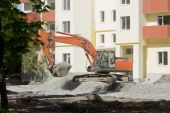 Excavator close-up at a construction site of a residential house — Stock Photo
