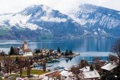 Spiez town on the shore of Lake Thun, Switzerland — Stock Photo