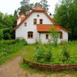Manor house Polenovo — Stock Photo #62421905
