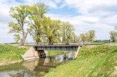 Pont ferroviaire sur la campagne — Photo