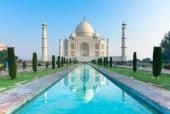Taj Mahal at sunrise — Stock Photo