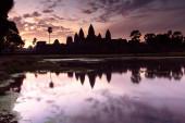 Angkor Wat silhouette at sunrise — Stock Photo