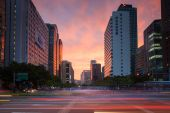 The view of vibrant sunset over business area of Seoul — Fotografia Stock