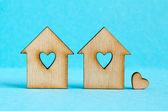 Två trähus med hål i form av hjärta med lilla hea — Stockfoto
