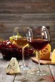 Verres de rouge et de vin blanc — Photo
