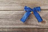 Modré luk na dřevěné pozadí — Stock fotografie