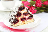 Ciasto na białym talerzu — Zdjęcie stockowe