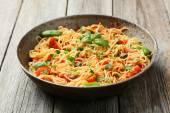 Spaghetti con pomodoro e basilico — Foto Stock