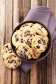 Chocolate chip cookies in bowl — Stock Photo