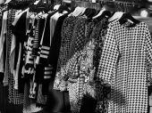 Oblečení na tržišti — Stock fotografie