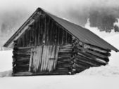 Wooden barn in snowy mountains — 图库照片