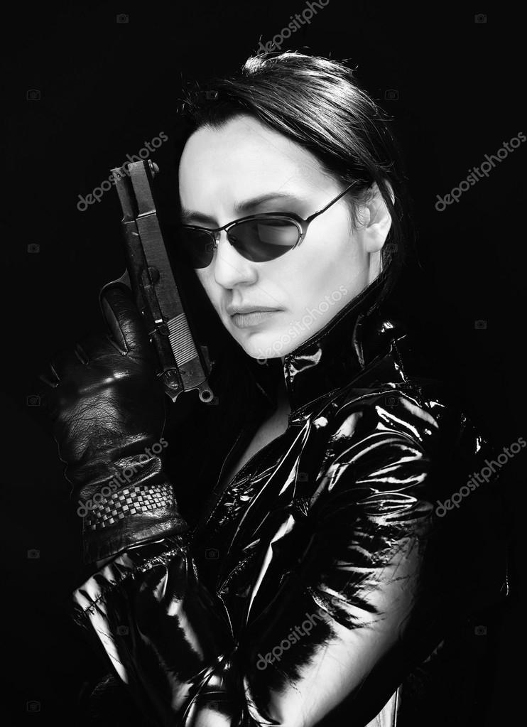 Agente secreto mujer en problemas
