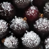 Frozen currant  in Ice — Stock Photo
