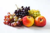 Apples and grapes close-uop — Stock Photo