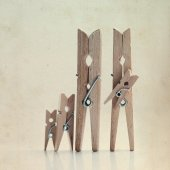 Family of linen clothespins — Stock Photo