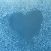 Frozen heart on Window — Stockfoto